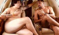 Youtuber Whindersson Nunes posa nu ao lado de filho de Tiririca