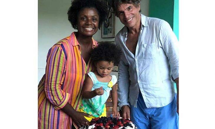 Adriana Alves e Olivier Anquier comemoram aniversário de 2 anos da filha