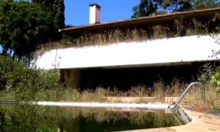 Casa de Hebe Camargo em São Paulo está abandonada por causa de disputa judicial. Foto: Reprodução TV Record