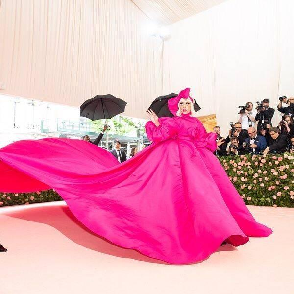 Lady Gaga causa na chegada ao baile MET Gala 2019 / Foto: Reprodução Instagram