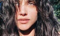 Débora Nascimento faz selfie especial de Dia das Bruxas e impressiona com beleza