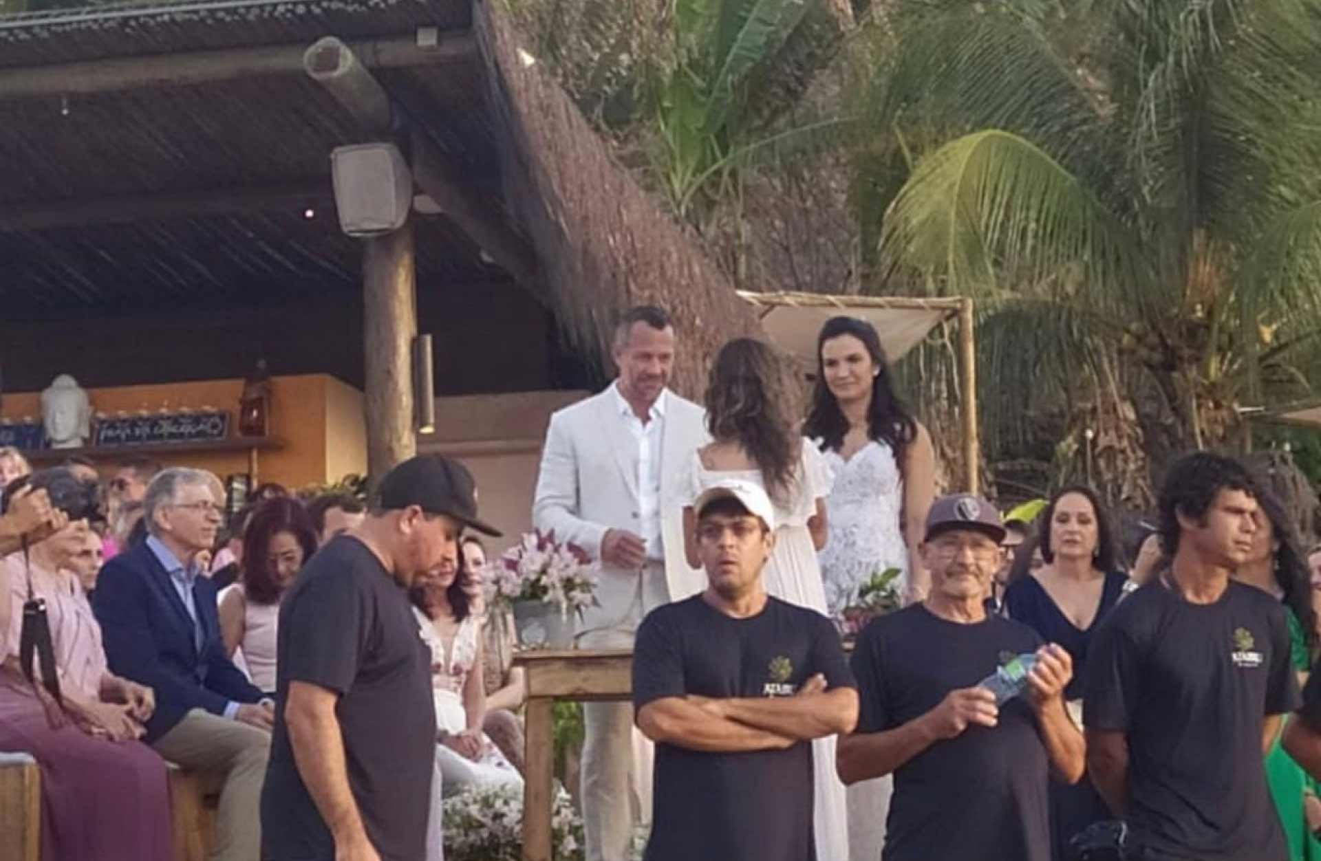 Malvino Salvador e Kyra Gracie se casam em Noronha. Veja fotos do vestido da noiva!