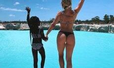 Giovanna Ewbank pula na água em cenário paradisíaco com Títi e Bless
