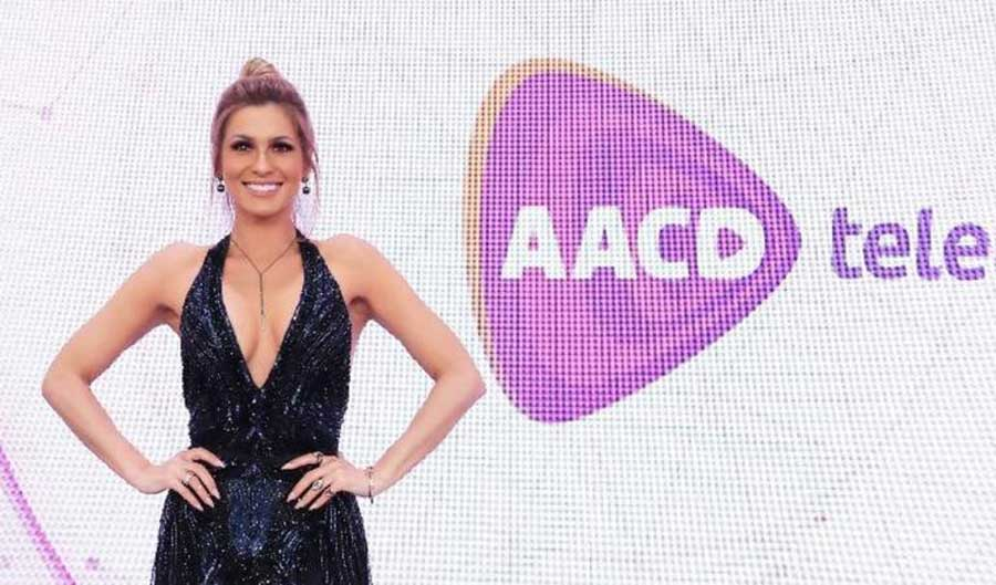 Lívia Andrade contra críticas a look decotado: ''Ah fofa, vá se tratar!''