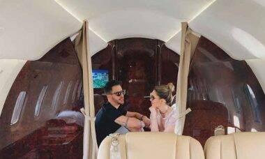 """Sandy e Junior postam foto do interior de jatinho usado na turnê atual """"Nossa História"""""""