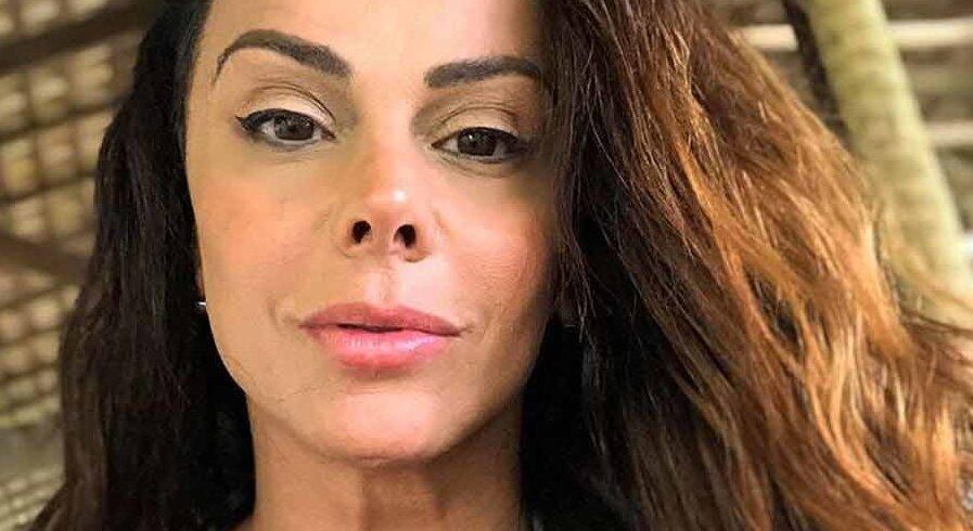 "Viviane Araújo brinca com seguidores: ""Pode dar zoom"" após foto de fio-dental"