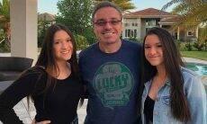 Gêmeas de Gugu Liberato mostram fotos inéditas com o pai
