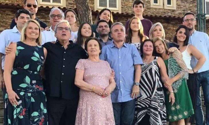 Sobrinho de Gugu Liberato posta última foto do tio junto a família