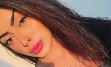 MC Mirella sensualiza com marquinha do bronzeado e enlouquece fãs