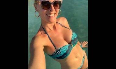 No Caribe, Ana Hickmann posa ao lado do marido, Alexandre Correa: ''Selfie amorzinho''