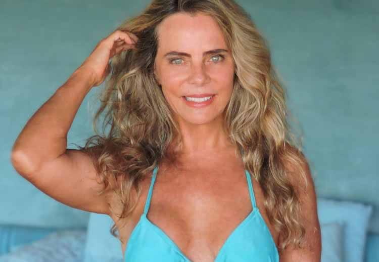 Aos 67 anos, Bruna Lombardi posta foto de biquini e encanta fãs