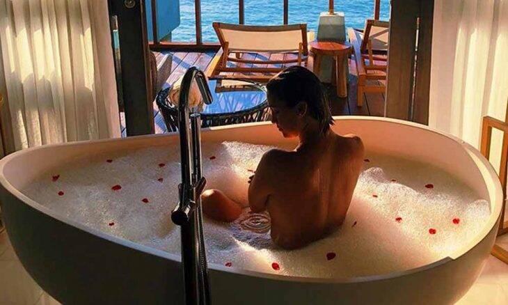 Zé de Abreu pede namorada em casamento nas Ilhas Maldivas; veja