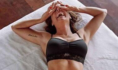 Deborah Secco posta foto de lingerie e faz sucesso no Instagram