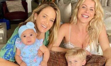 Ticiane Pinheiro e Karina Bacchi encantam ao posarem juntas com os filhos
