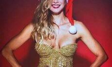 Luciana Gimenez da presente de natal para fãs e posa de mamãe Noel sexy