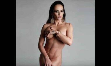 """Nubia Oliiver surge totalmente nua e provoca seguidores: """"Gostosa ou sexy?"""""""