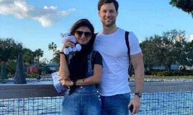 Paula Fernandes se emociona em foto com namorado na Disney