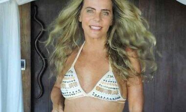 Para sempre bela, Bruna Lombardi impressiona fãs com foto de biquíni