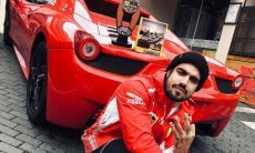Caio Castro acelera Ferrari em avenida movimentada para fugir de fã; veja o vídeo