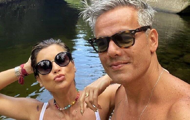 Flavia Alessandra se declara em foto com Otaviano