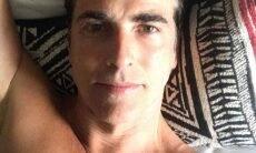 Reynaldo Gianecchini compartilha foto de sunga e causa na web
