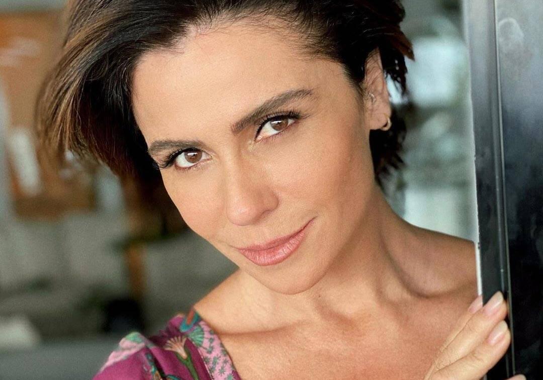 Aos 43 anos, Giovanna Antonelli esbanja boa forma ao posar de biquíni