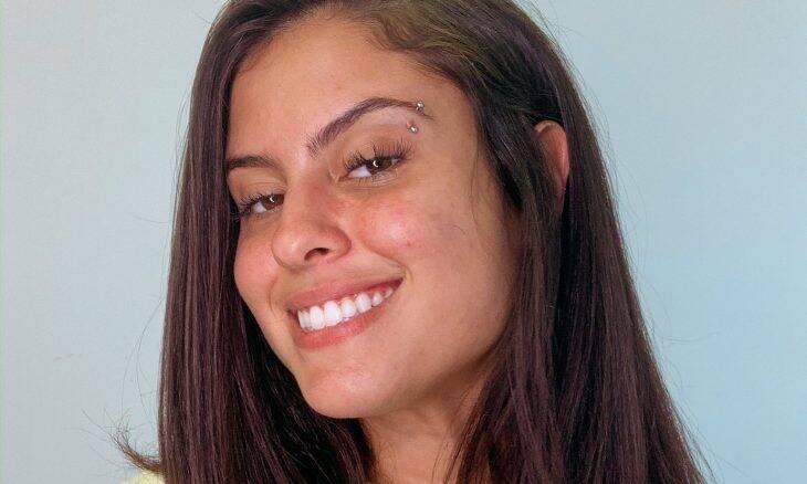 Ex-BBB Hana Khalil passa mal após beber água contaminada