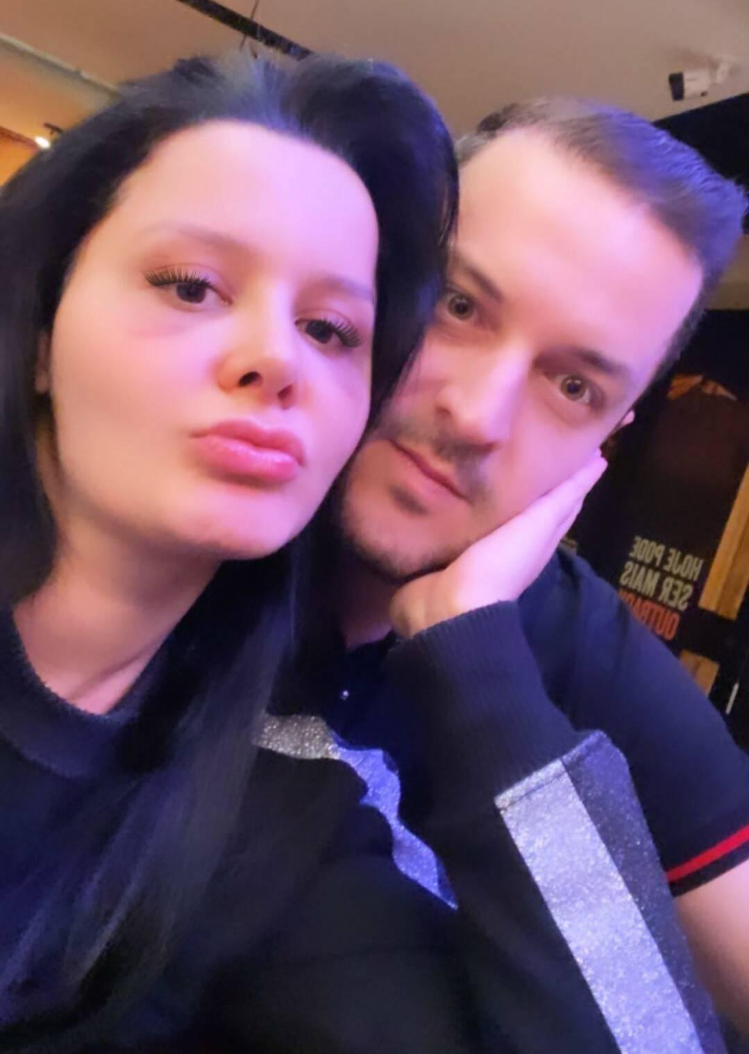 Maraisa posa com o novo namorado