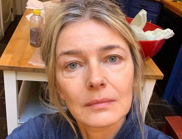 Hoje aos 54 anos, Paulina Porizkova diz se sentir velha e que tem dificuldade para lutar contra os padrões estéticos da indústria do entretenimento