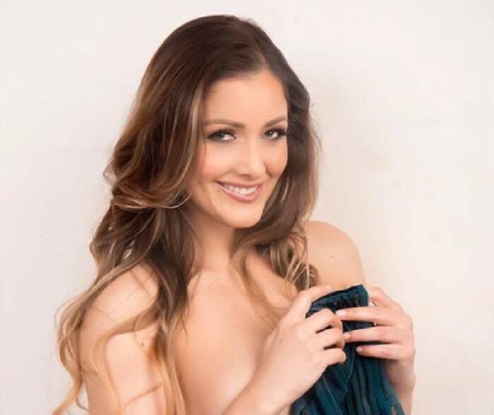 Nana Gouveia anima seguidores com fotos sensuais