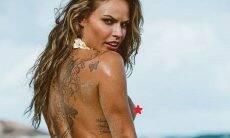Ex-BBB Natália Casassola visita praia de nudismo