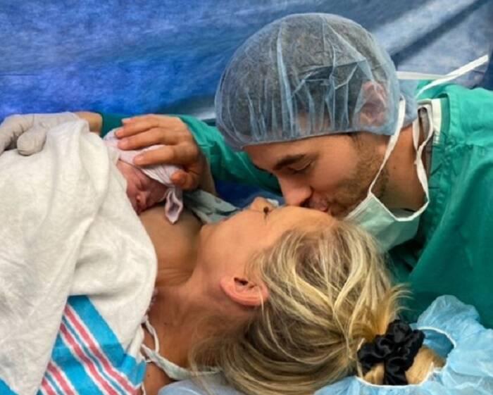 Enrique Iglesias divulga foto do filho recém-nascido