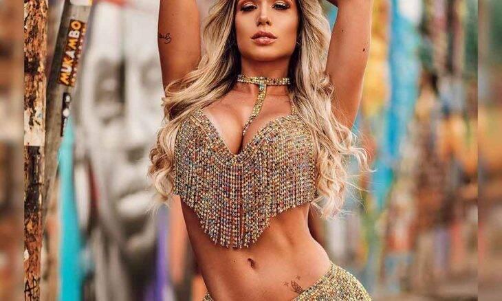 Fernanda Pedrosa, musa da Mocidade ensaia com mochila de 15kg para aguentar fantasia