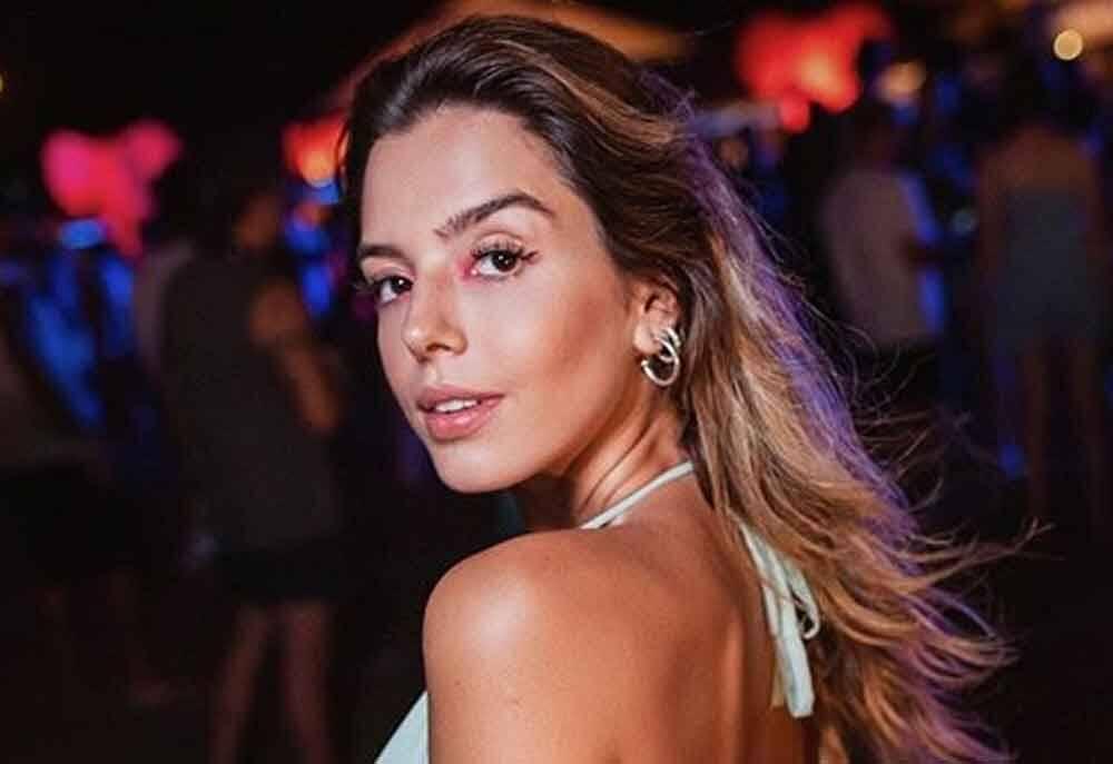 Giovanna Lancellotti posa de topless e fãs vão ao delírio
