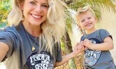 """Karina Bacchi combina look com o filho e em momento """"""""fofo"""" na web"""