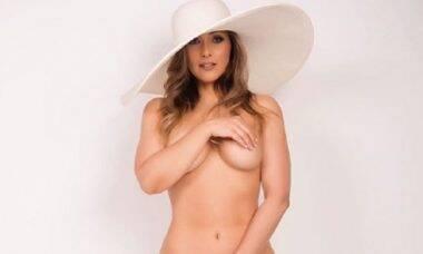 Nana Gouvea aparece nua em ensaio sensual