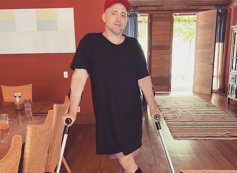 Paulo Gustavo sofre acidente ao cair de escada durante quarentena