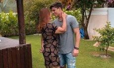 Mãe de Neymar assume namoro com jogador de 22 anos