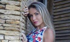 Ex-BBB Renata Dávila supreende fãs em pose usando fio-dental