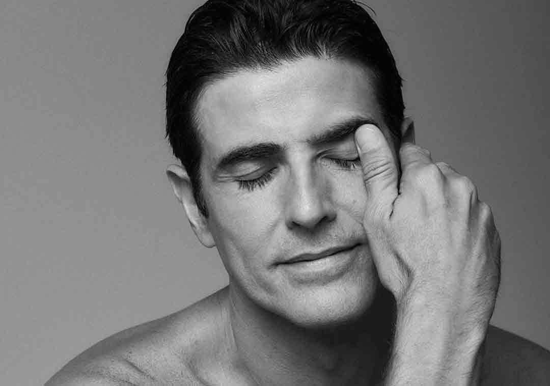 Reynaldo Gianecchini exibe cabelos grisalhos e causa nas redes sociais, veja.
