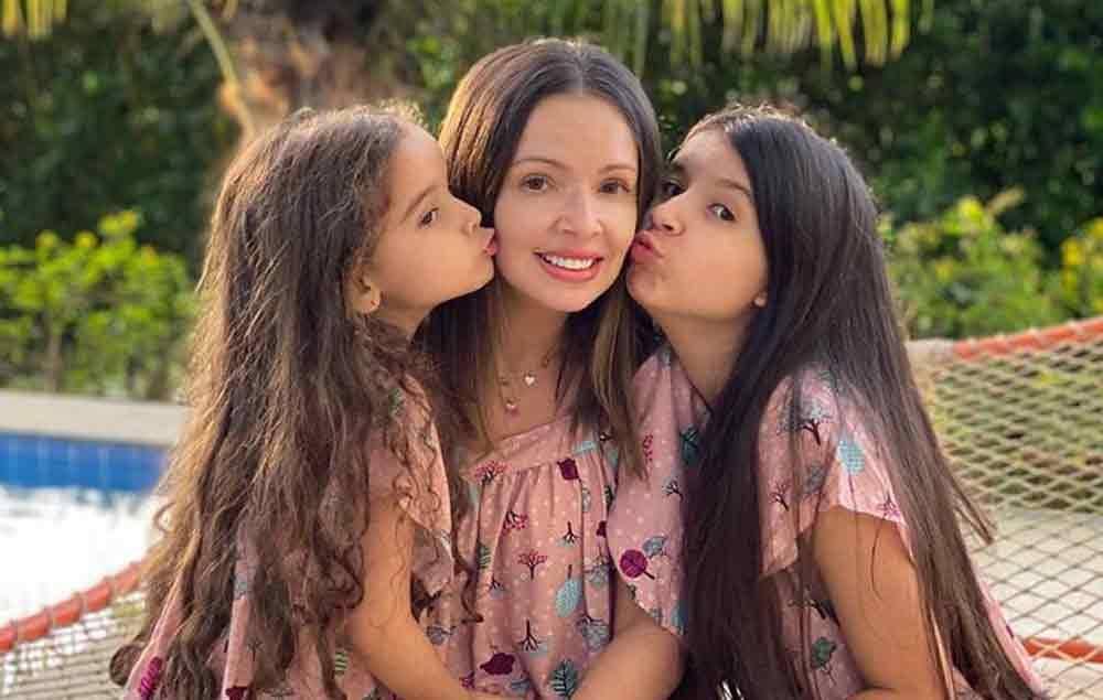 Polêmica: Mãe de Bel é acusada de explorar filha youtuber para ter fama na web