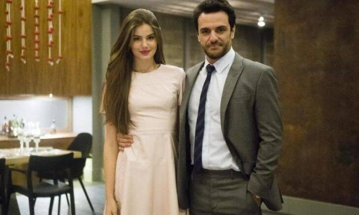 Rodrigo Lombardi relembra cenas de sexo com Camila Queiroz