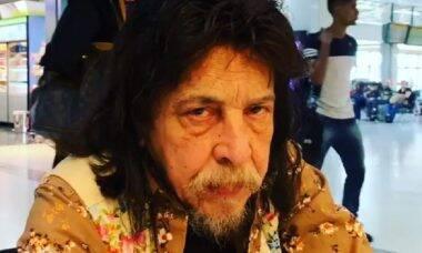 Benito Di Paula raspa cabelo e bigode para evitar o covid-19