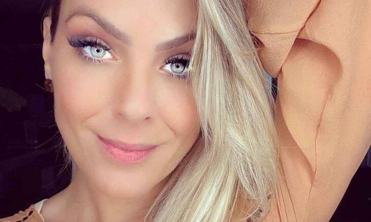 "Renata Fan admite uso de photoshop em selfie: ""Gostei e postei"""