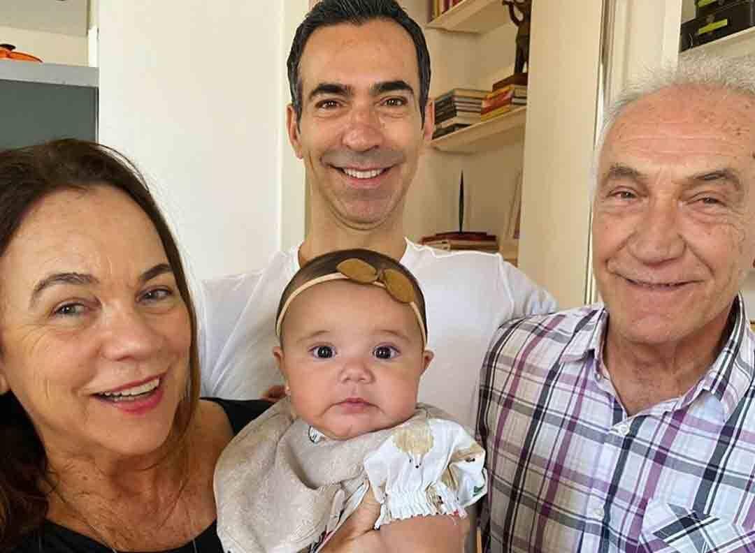 Ticiane Pinheiro presta homenagem para os avós de suas filhas