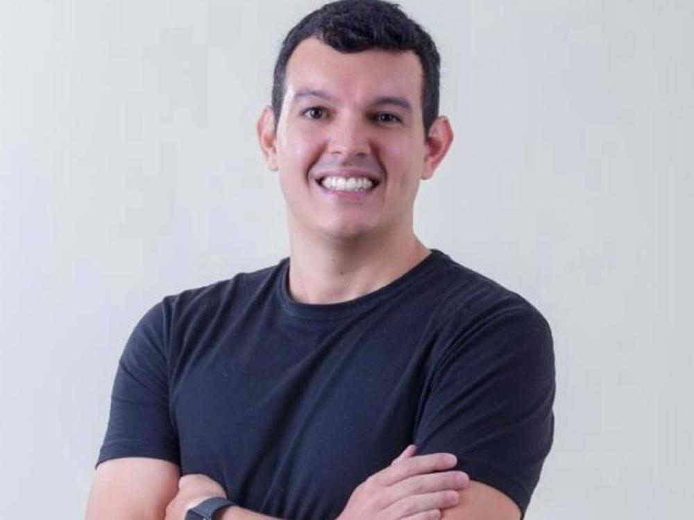 Rapha Falcão usa o marketing digital para ajudar pequenos negócios durante a crise causada pela pandemia do Covid-19