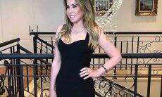 Zilu Camargo em vestido justinho chama a atenção da web