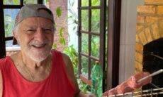 Ary Fontoura faz churrasco para levantar o astral