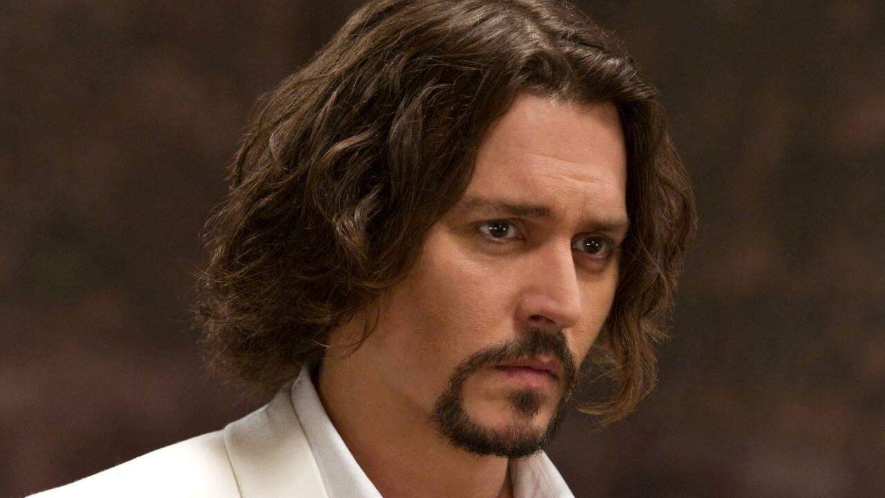 Johnny Depp admite que ofereceu drogas para a filha quando ela tinha 13 anos