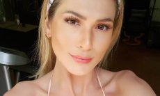 Lívia Andrade posa de fio dental e arranca elogios de fãs e famosos